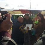 Floor Bal tekent het 'Bijenconvenant' op het Festival Duurzame Helden 8 oktober